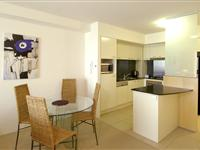 1 Bedroom Apartment Dining and Kitchen - Mantra Broadbeach on the Park